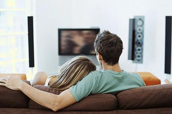 Watching couple watching TV-saidaonline