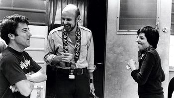 Fosse-on-the-set-of-e2809ccabarete2809d-with-liza-minelli-and-a-visiting-dustin-hoffmanwhom-later-directed-in-lenny