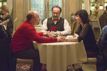 Louie-season-4-episode-9-10-elevator-part--003