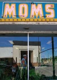 Momsthumb